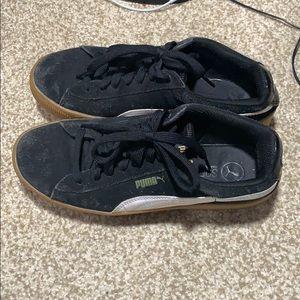 Puma black sneakers (size-7.5)